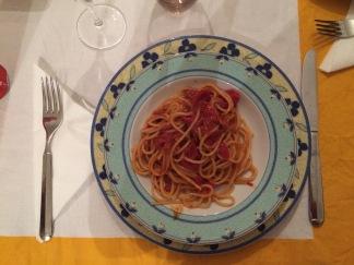 Un primo piatto: tomato sauce with fish (daily catch)